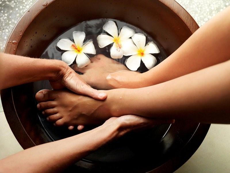 Ngâm chân thảo dược - Spa gội đầu & dưỡng tóc thảo dược Cỏ Thơm