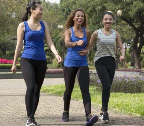 Phụ nữ đi bộ mỗi ngày có lợi ích tuyệt vời - Gội đầu thảo dược Cỏ Thơm spa